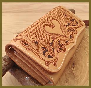 ハートのカービング長財布